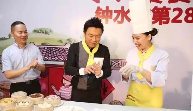 中国有两个新东方学校 一个教你英语、另一个教你做菜