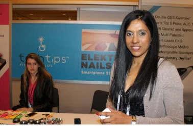 Elektra Nails让您使用装饰指甲轻触智能手机