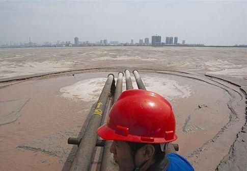 水泥行业夏季错峰密集 僵尸产能变相复产