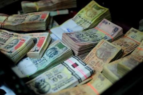 卢比前锋的异常让交易者寻找印度储备银行之手