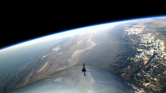美国宇航局的卡西尼号太空船以激烈的潜入土星大气层结束了它的任务