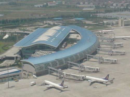 宁波栎社国际机场的工作人员们依旧一丝不苟地奋战在第一线