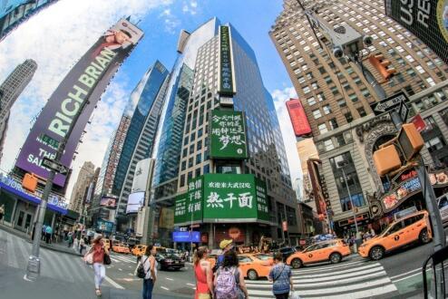 时代广场已成为一个封闭的挖出来的噩梦