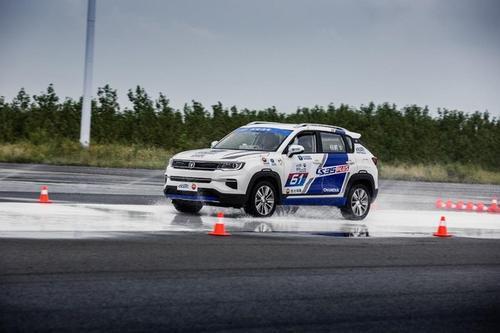 全新的科纳电气它将作为首款全电动主流小型SUV进入市场