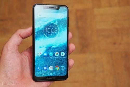 摩托罗拉去年9月推出了One Power是该公司在该国首款基于Android One的手机