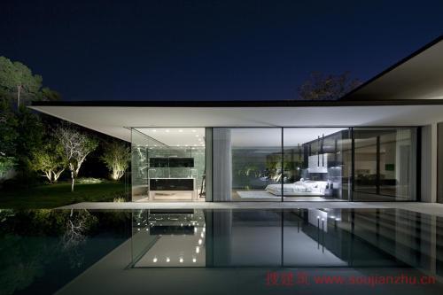 线性游泳池与由Pitsou Kedem设计的铺满石板的Pavilion House平行