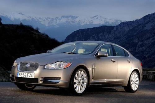 Jaguar还计划为XF大型豪华轿车进行类似的更新