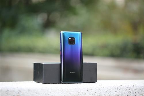 LG V40 ThinQ在亚马逊上有售固定折扣为10010卢比