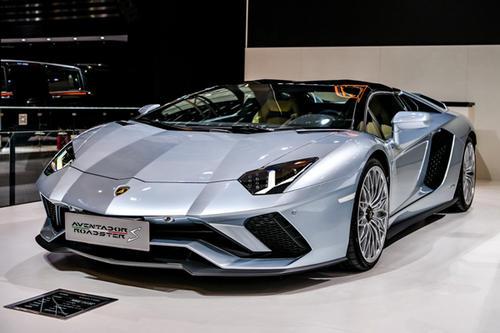 兰博基尼预览了新的V12可能是Aventador S
