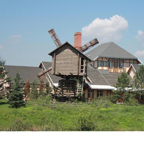 Mork-Ulnes建筑师事务所在挪威森林中用风车计划完成了木结构房屋