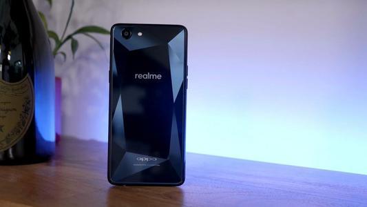 有机会以不到3000卢比的价格购买Realme 1和Oppo F9
