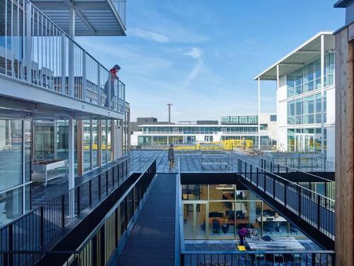 Foomann Architects的车库楼可用于停车场或适应性住宿