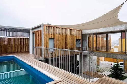 阿根廷建筑师卢西亚诺·克鲁克在布宜诺斯艾利斯郊区建造了一座混凝土住宅