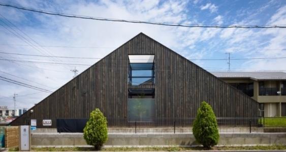 黄云工作室为伦敦东部房屋增添了独特的三角形延伸