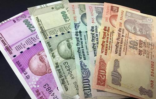 通过价值800卢比的手机提供900卢比的现金返还