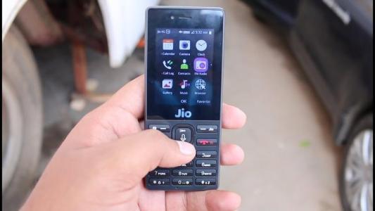 Jio Phone的注册用户感到失望知道何时进行下一次预订