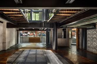 Arqmov Workshop将墨西哥城的汽车店转变为带有图案外墙的零售中心