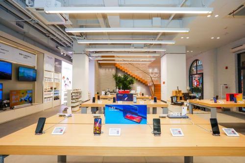 公司宣布了计划在纽约市繁华的第五大街购物区开设一家新的旗舰店