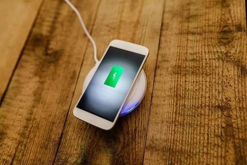 许多智能手机制造商公司已经发布了许多功能来为手机充电