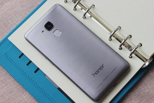 华为荣耀5C预算智能手机今天将在印度推出爆炸性规格