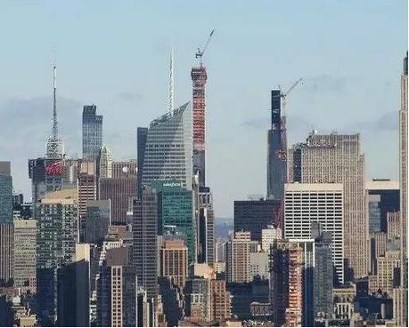 建筑行业相对于其他行业的低生产率归结为其根本上的支离破碎的结构