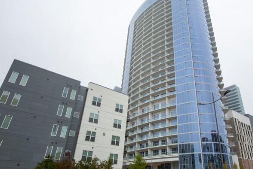 毛绒普莱诺公寓塔在传统西区开业
