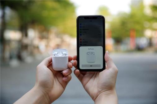 现在可以免费在Apple AirPod充电盒上刻上表情符号