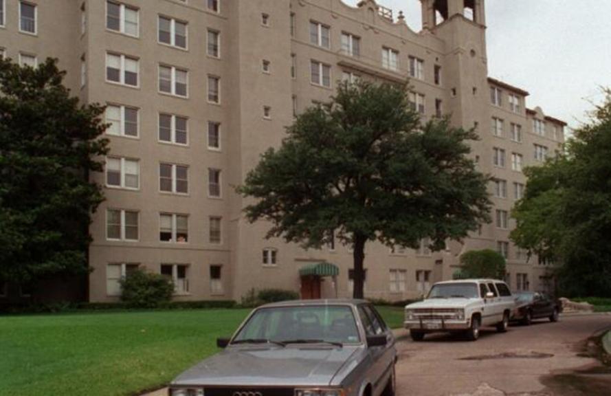 达拉斯上城的地标枫露台大厦出售给开发商