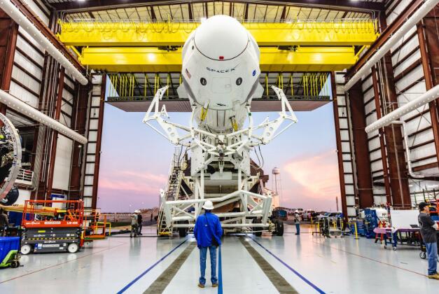 SpaceX计划在1月18日测试Crew Dragon的发射逃生系统