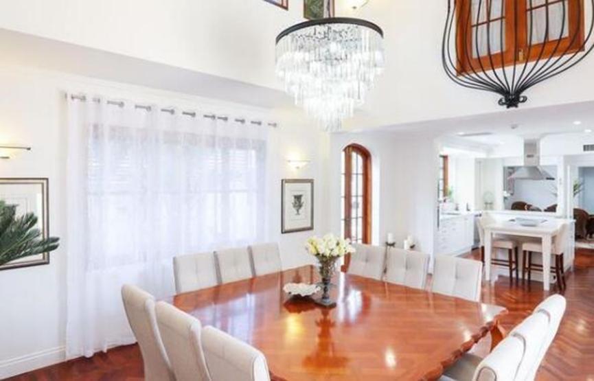 足球运动员杰森·库利纳抢购了黄金海岸的房屋