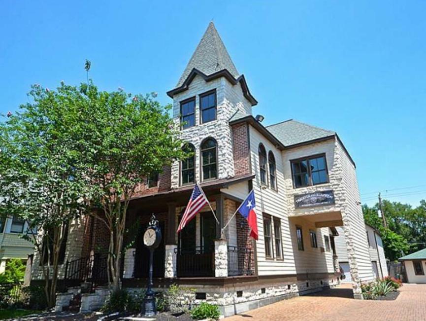 休斯顿高地的这些迷人房屋售价为100万美元以上