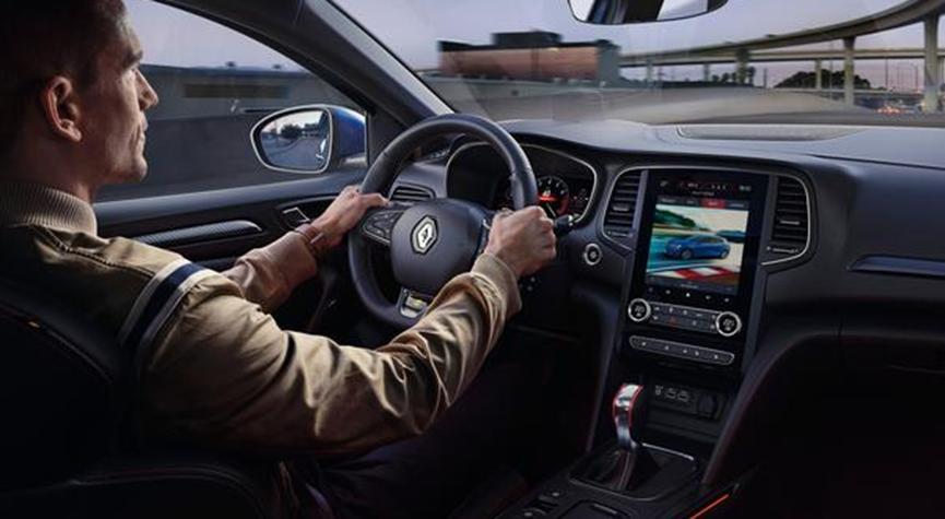 雷诺对梅根进行了改造并增加了混合动力车型 其时速为80mph