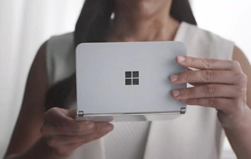 应用开发人员在直播期间两次Surface Duos崩溃