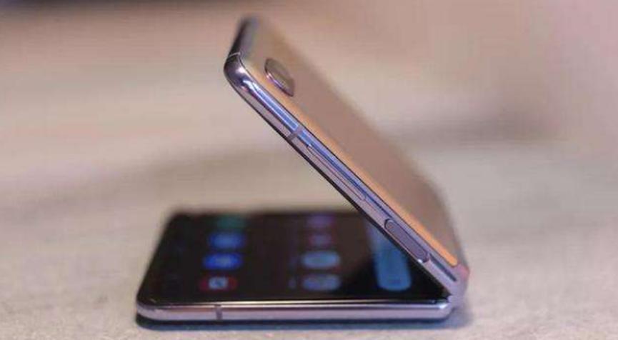 三星表示用户体验驱动可折叠手机