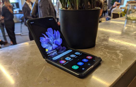 三星Galaxy Z Flip现已上市 售价为1380美元