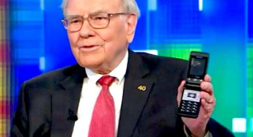 沃伦巴菲特放弃拥有10年历史的翻盖手机转而使用iPhone  11