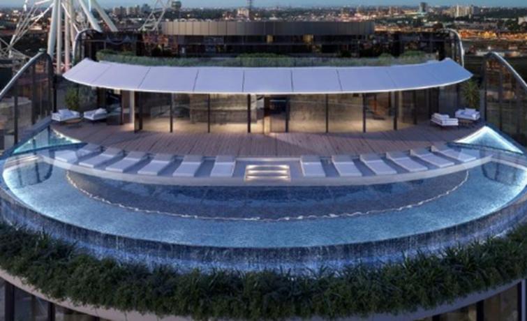 房产资讯:码头区马里奥特酒店将向公众开放15楼无边泳池