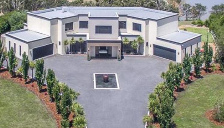 房产资讯:一套待售的豪华住宅以高价吸引了市场