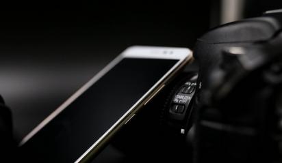 评测海信小海豚Plus手机及美图M8上手体验