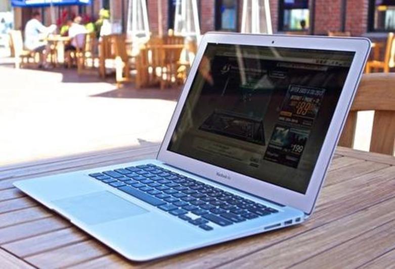 以949美元的价格购买最新款的MacBook Air