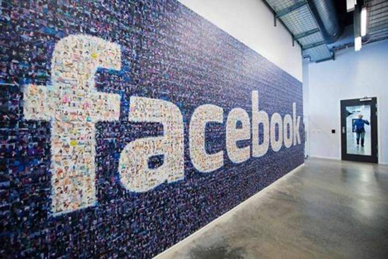 青少年嫌疑人在警方Facebook主页上赞了自己的照片