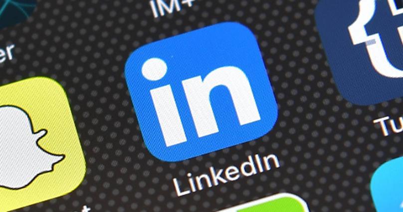 LinkedIn用新的聪明的回复来加速商业介绍