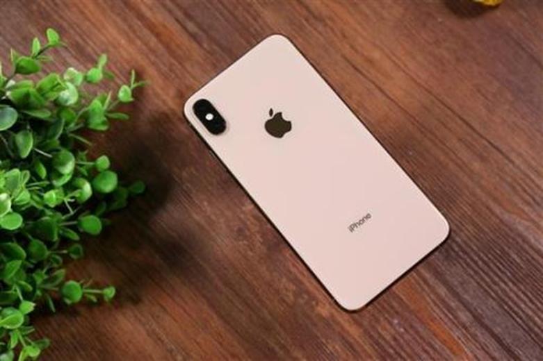 据称运行iOS 14的iPhone展示了一个类似ipad的多任务视图