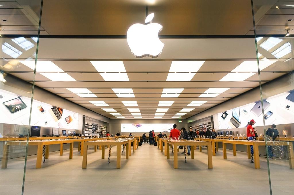 苹果将从4月初开始重新开放其零售店