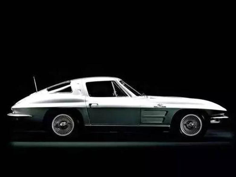 经典白色雪佛兰克尔维特C3似乎是全新的