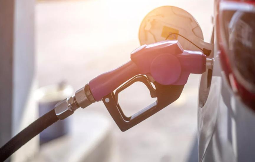 美国最低汽油价格跌至每加仑93美分