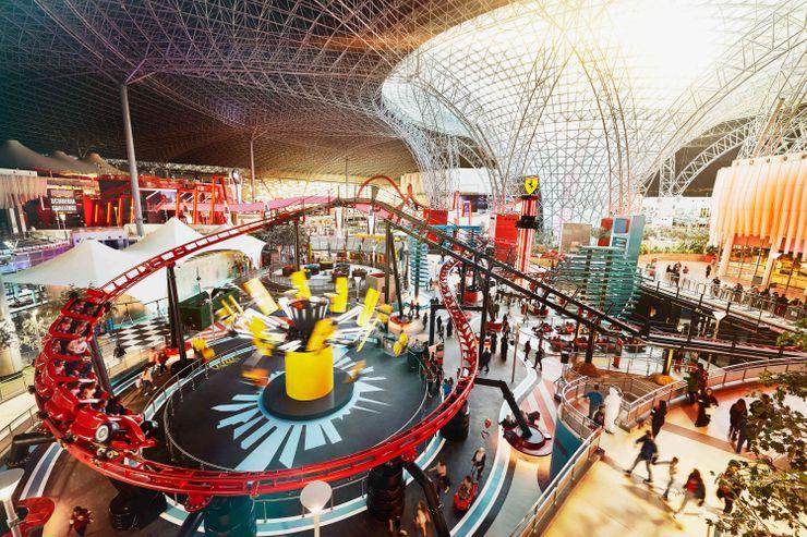 法拉利世界:参观世界上最大的室内游乐园