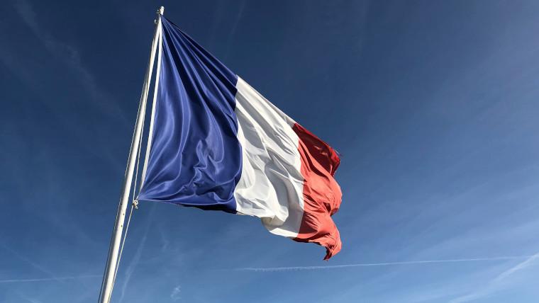 法国出台严厉法律应对恐怖分子问题