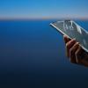 摩托罗拉RAZR 2可能配备更大的6.7英寸显示屏