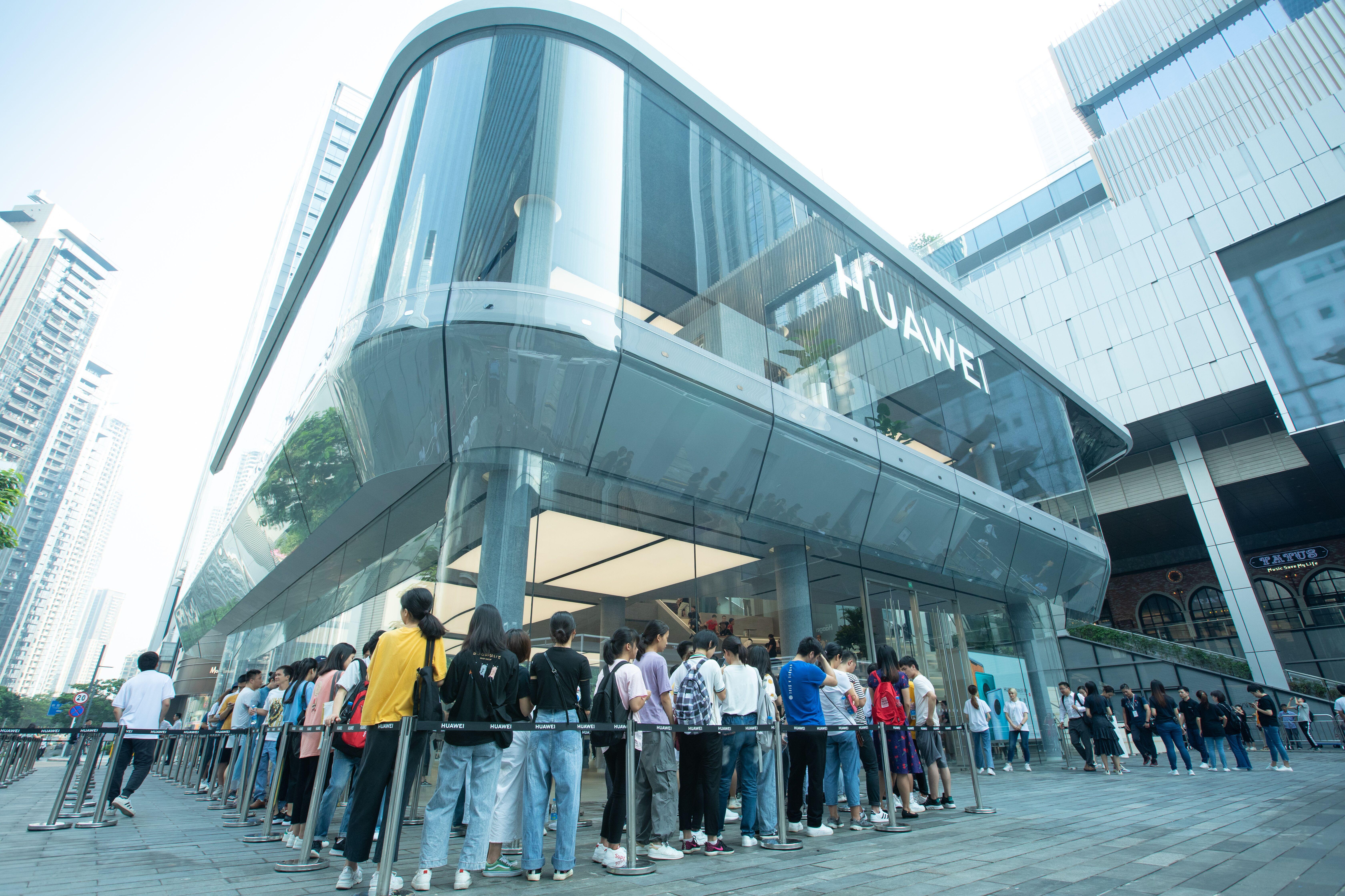 华为宣布计划在英国开设三家新的体验店